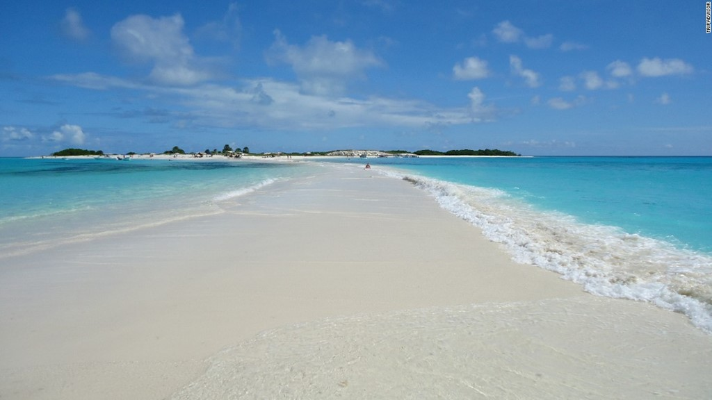 Soft and white sand - Photo: CNN