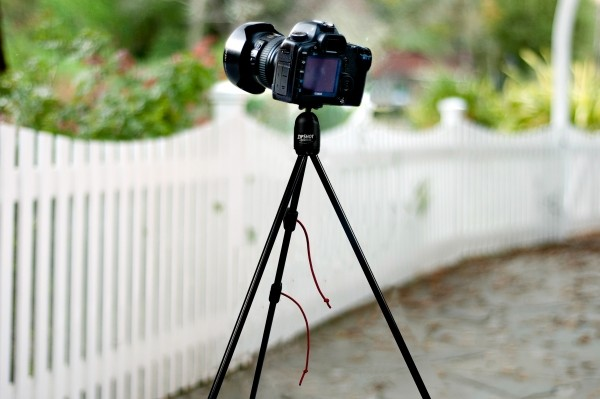 The tripod is really useful - Photo: photolife.vn
