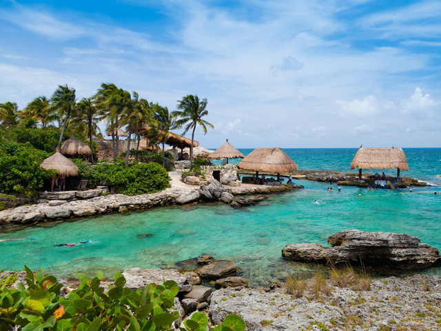 Famous tourist city of Mexico, Cancun is a favorite of many Hollywood stars and the rich people in America