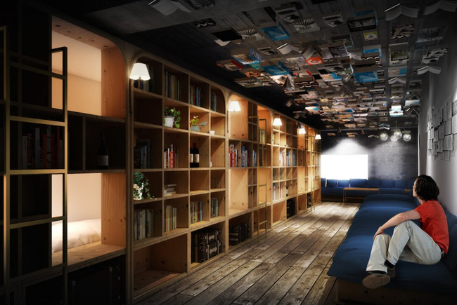 The wooden bookshelves and comfortable sofa attract so many travelers to this hotel