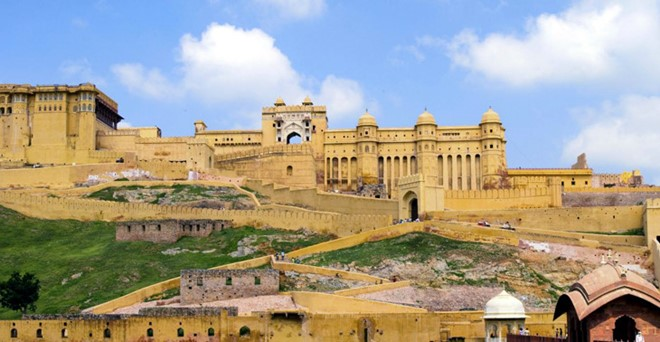Amber Fort Castle in India is built in the artistic Hindu style, with the large ramparts and series of gates and cobbled paths.
