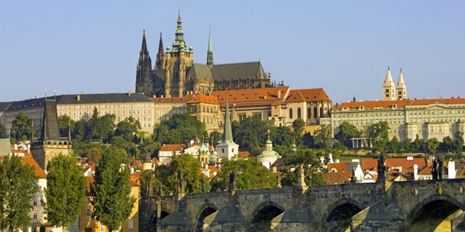 Prague Castle in the Czech Republic, which holds the title of the largest ancient castle in the world. Prague Castle was built on an area of ​​17 acres on a hilltop overlooking the Bohemian city.